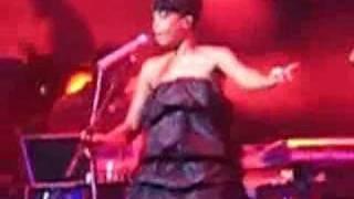 """Erykah Badu Live Performance, """"Amerykhan Promise,"""" 5.10.08"""