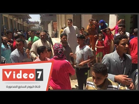 تجمهر أهالى البحيرة أمام منزل -حبيبة- ضحية التعذيب للمطالبة بإبعاد اسرتها  - 14:21-2017 / 4 / 28