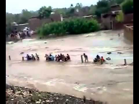 Flood In Pakistan 2015 Flooding in Death - Crazy Footage . ALLAH Sub ko apni hifazat ma rahkye