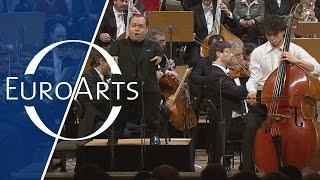 "Thomas Quasthoff: W. A. Mozart - ""Per questa bella mano? Concert Aria for bass K. 612"