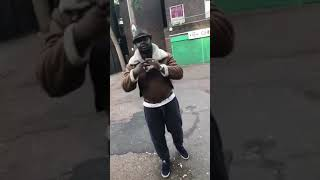 Скачать African Man Singing I M An Alien