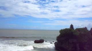 http://balimeguri.net/ バリ島タナロット寺院にて.