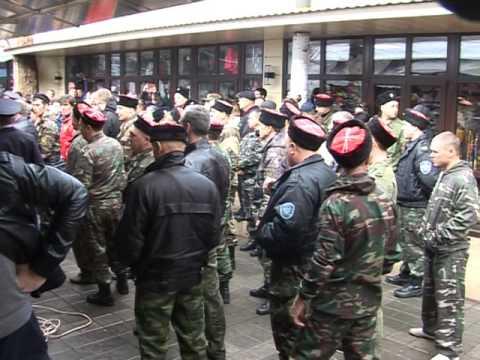 Картинки по запросу казаки бьют нагайками митингующих