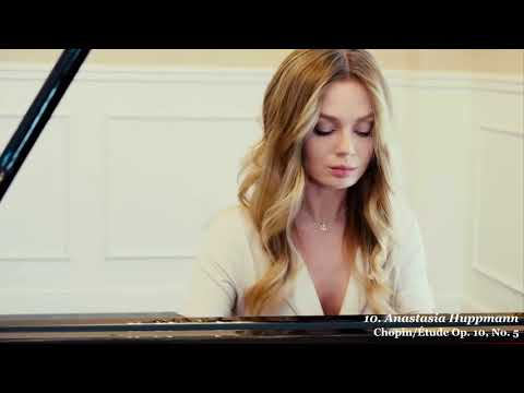 14 Beautiful Female Classical Pianists