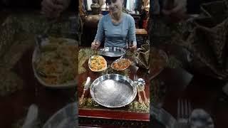 Случайно заехали в индийский ресторан, у нас воскресенье выходной.