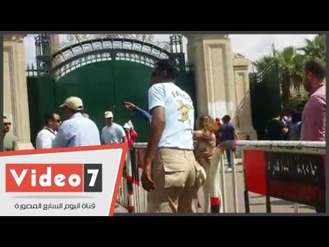 اليوم السابع : بالفيديو.. عضوة هيئة تدريس بجامعة القاهرة  تشتبك مع أمن فالكون