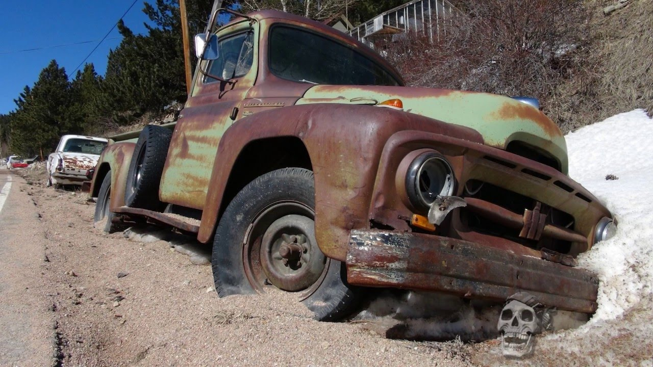 Abandoned semi trucks in America 2016. Old vintage semi trucks in ...