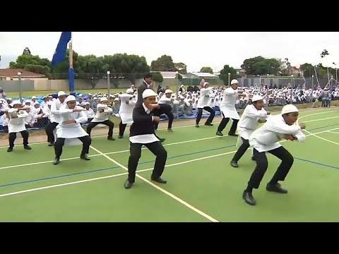 أكبر مدرسة إسلامية في نيوزيلندا تكرم ضحايا مذبحة المسجدين برقصة -الهاكا- …  - 09:53-2019 / 3 / 20