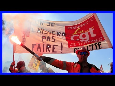 Breaking News | France's rail workers overwhelmingly vote against Macron's reforms – union