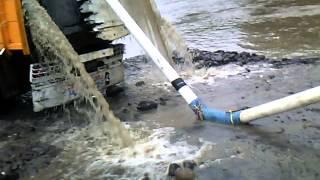 Diesel sedot pasir