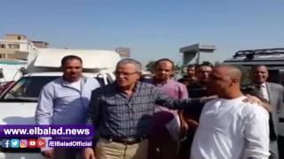 محافظ المنيا يتابع التزام السائقين بالتعريفة الجديدة في أبو قرقاص.. فيديو وصور