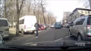 Mașini parcate ilegal pe str. Puskin, Chișinău