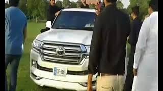 IS IMRAN KHAN IS A POPULAR LEADER OF PAKISTAN