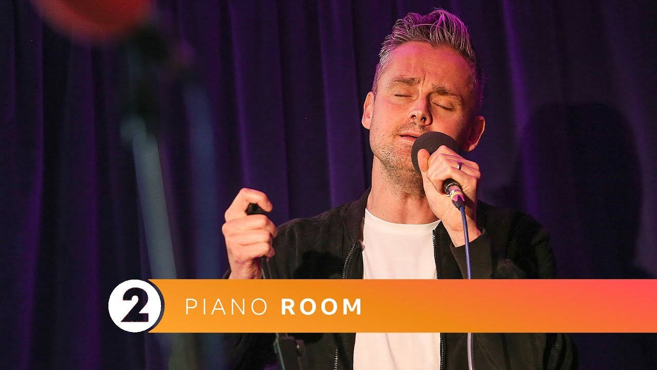 Keane - Somewhere Only We Know (Radio 2 Piano Room)
