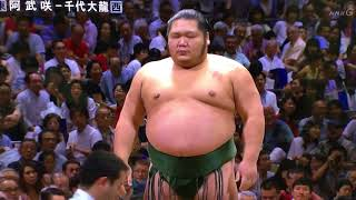 My Day 9 coverage starts with a match between two rikishi both rank...