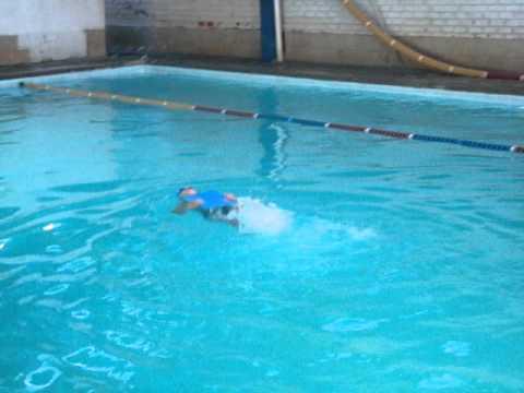 lucas vieira 5 anos nado costas piscina funda youtube