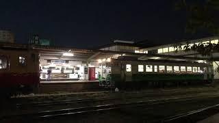 五井駅を出発するキハ40の急行さと山