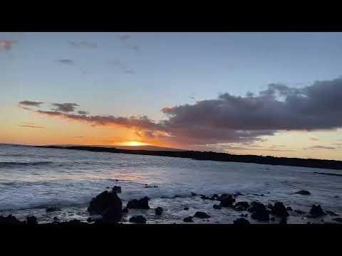 Chill Lo-fi Hip-Hop Beats  | Lofi Hip Hop Chillhop Music Mix live from Maui Hawaii