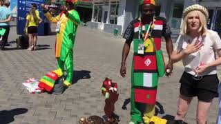 Болельщики из Африки устроили торговлю около вокзала в Самаре