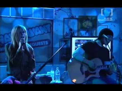 Avril Lavigne - Complicated (Channel V 08/17/2004)