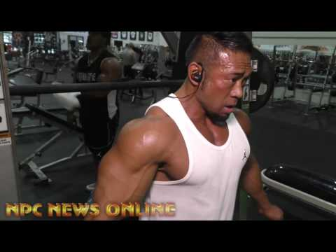 IFBB Armando Aman prepares for the 2017 IFBB Chicago Pro Classic division with IFBB Pro Don Long