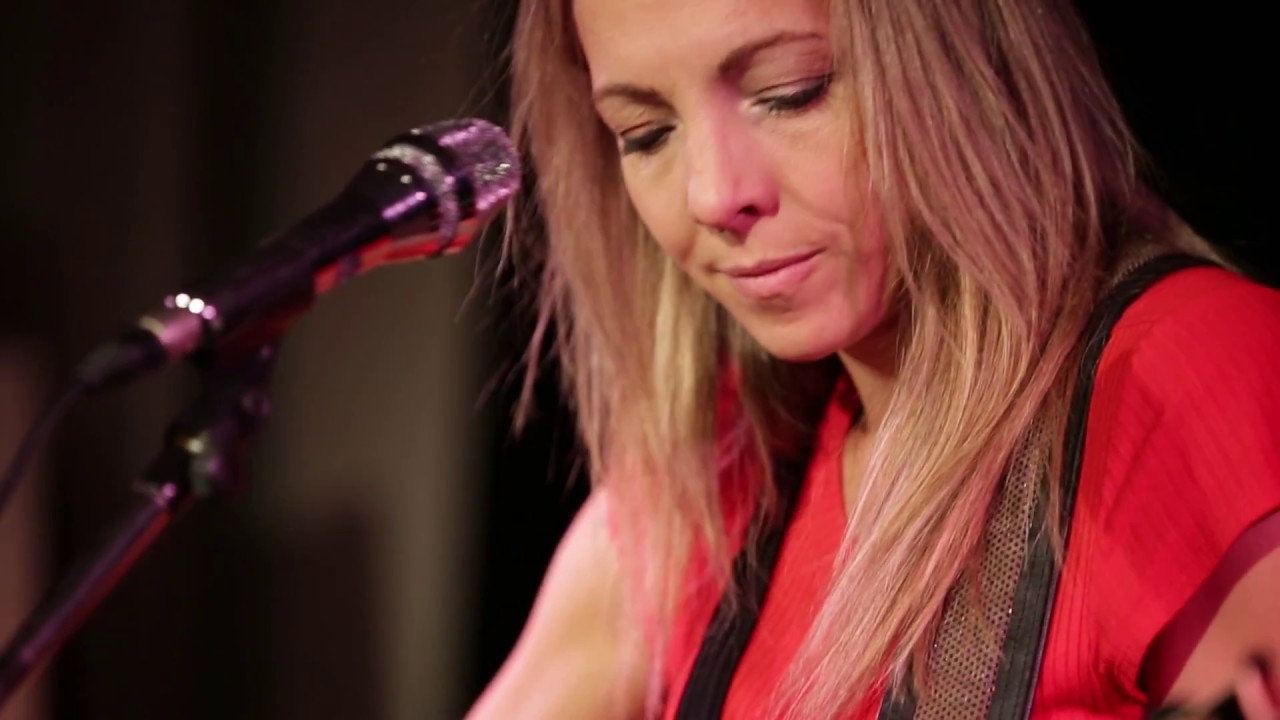 Melanie Dekker - rehearsal in front of live audience.