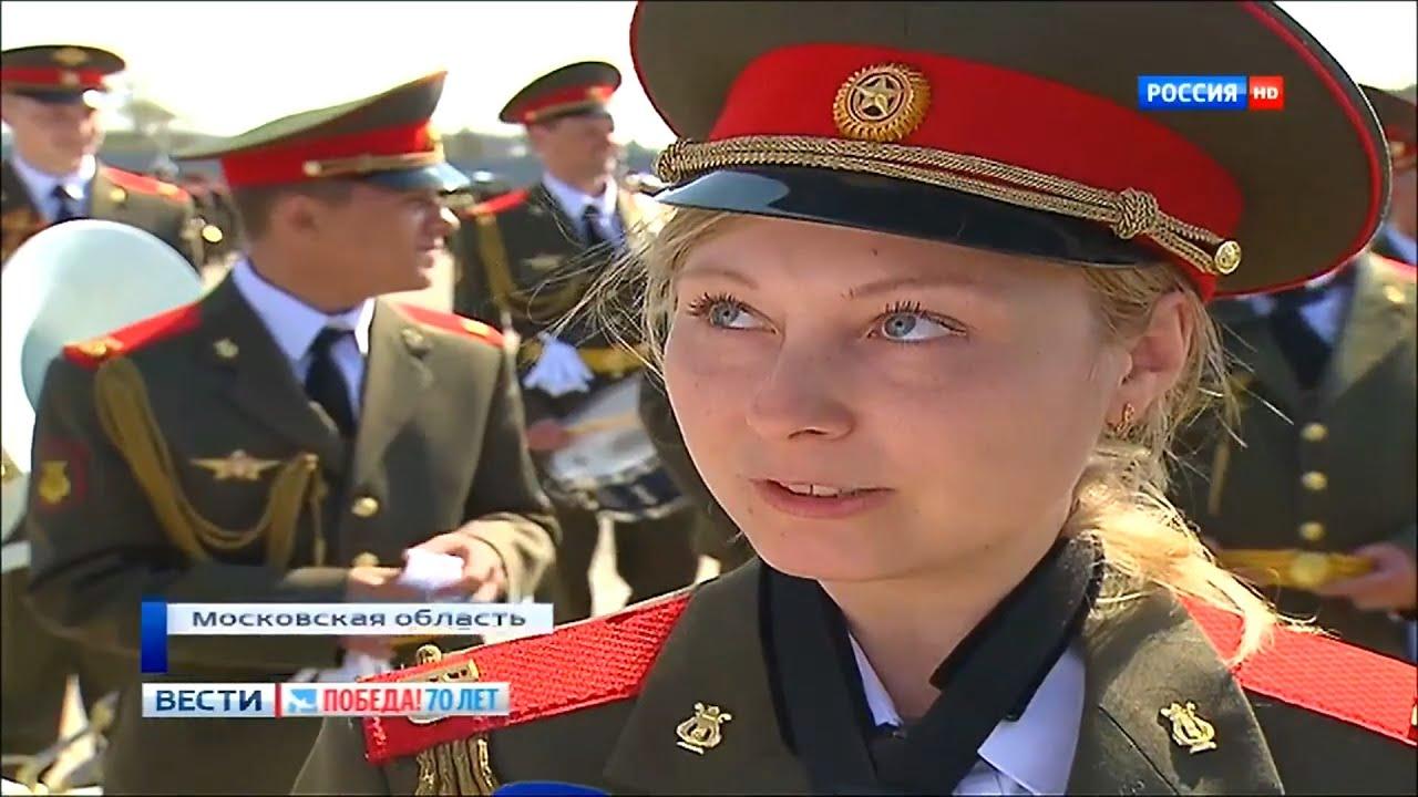 Девушка военного костюмы