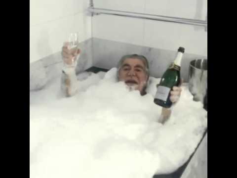 Roberto cavalli ubriaco in vasca da bagno youtube - Vasca da bagno 160x60 ...