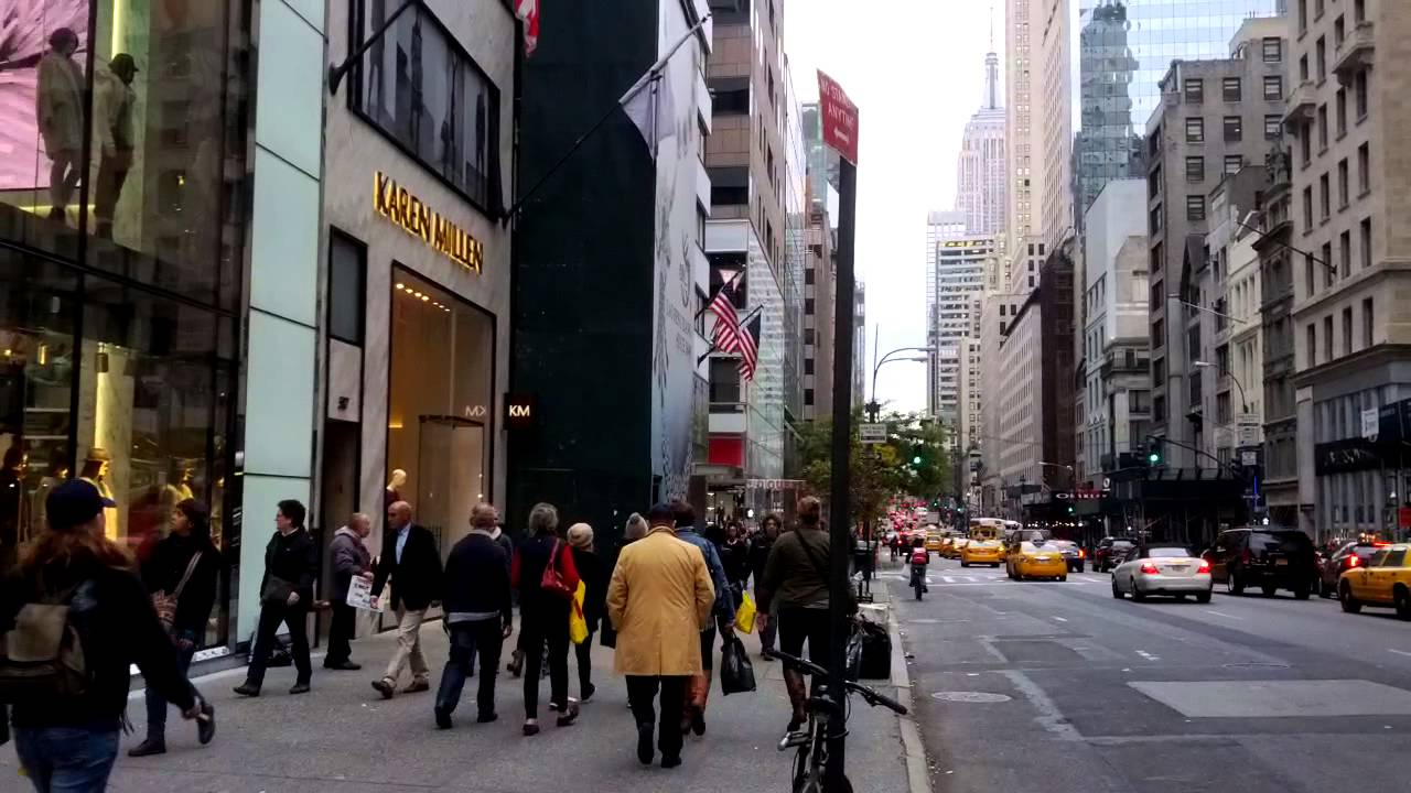 H&M Super Store on fifth Avenue, Near Rockefeller Center ...