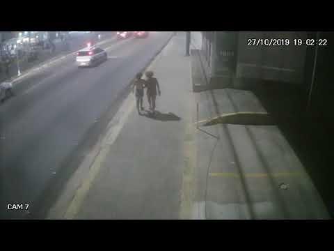 Vídeo mostra momento em que sede do PSL no RN é atacada por participante da parada gay