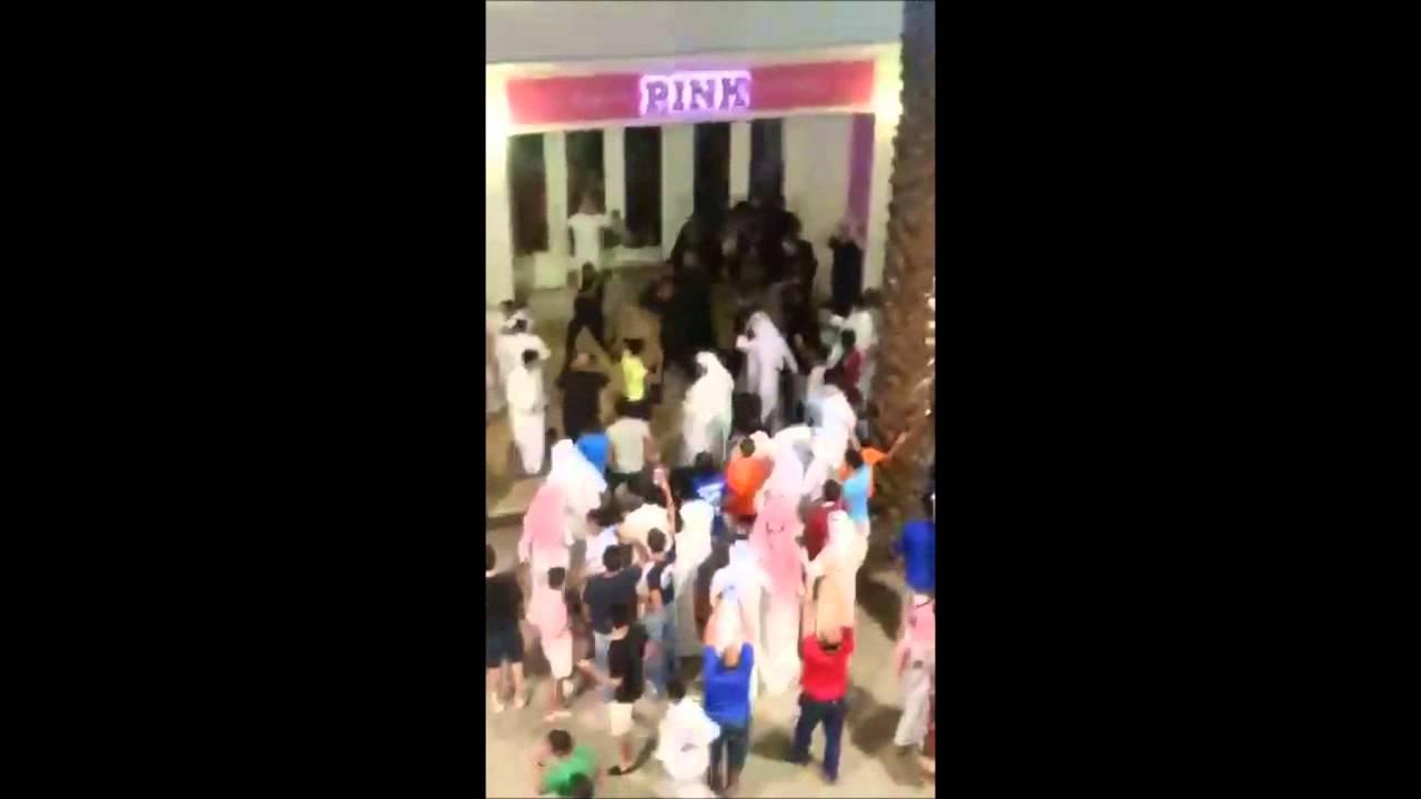 Fight in Avenues Mall - Dauer: 2 Minuten, 45 Sekunden
