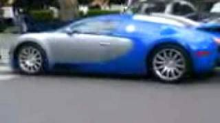 Bugatti Veyron  devant le restaurant