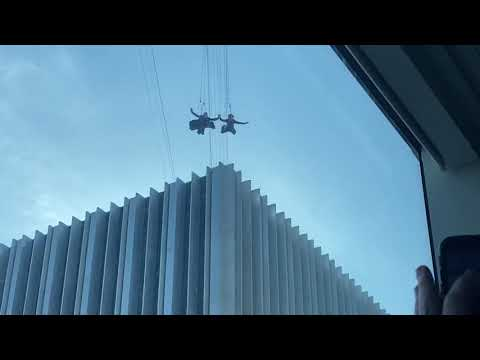 KEANU REEVES or Stunt Double Jumping off building in San Francisco for new Matrix 4 Movie??