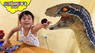 Feeding OREO to our Pet Dinosaur!!