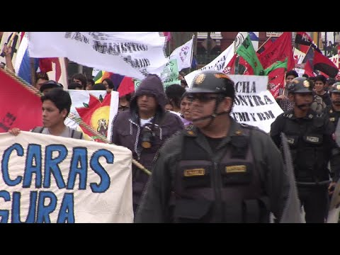 Perú: Marchas multitudinarias contra la reunión del FMI y del Banco Mundial en Lima
