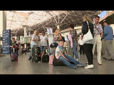 Пассажиры авиакомпании Azur Air более 12 часов провели в ожидании своих рейсов.