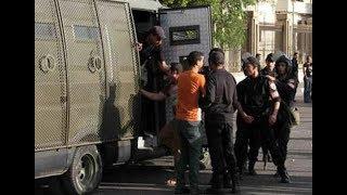عاجل   الشرطة المصرية تلقي القبض على عشرات المتظاهرين بميدان التحرير