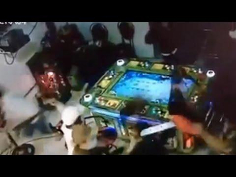 Giang hồ chém nhau clip tại quán game bắn cá ăn xu