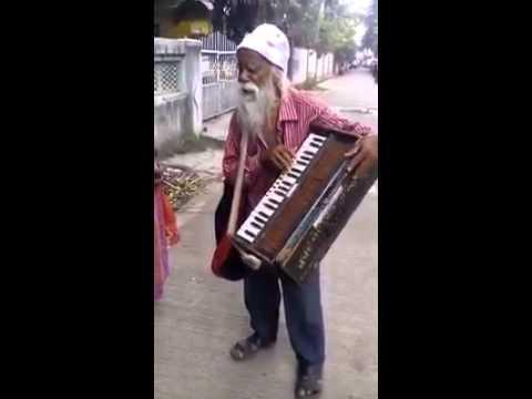 (Hai apna dil toh aawara by keshav lal)Amazing Indan street arti