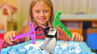ЧЕЛЛЕНДЖ Не урони Пингвина! Kids Challenge Penguin Trap Game