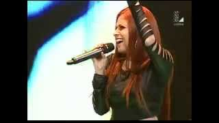 "Jorge Salinas vs. Steph Red cantan ""You give love a bad name"" 