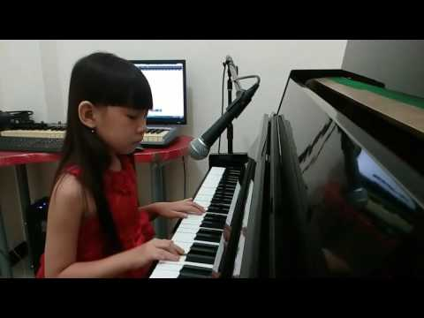 Evelyn Piano Play & Singing Castle On a Cloud (Les Misérables)