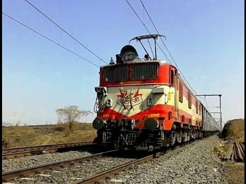 33 years old ET WAM4 still rocks the tracks with Varanasi LTT SF Express