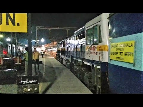 (22486)-intercity-sf-express-(moga---new-delhi)-arriving-at-ludhiana-jn-with-wdp4d-locomotive.!