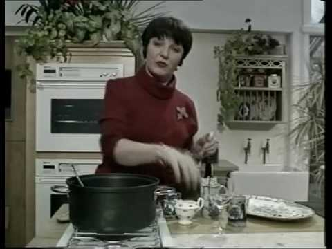 Delia Smith s Christmas Creole Cake - YouTube