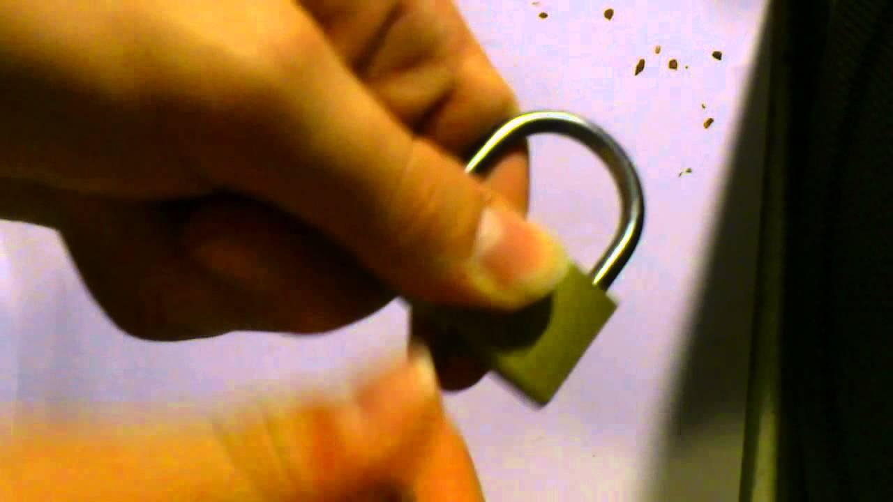 Jak otevřít visací zámek sponkou