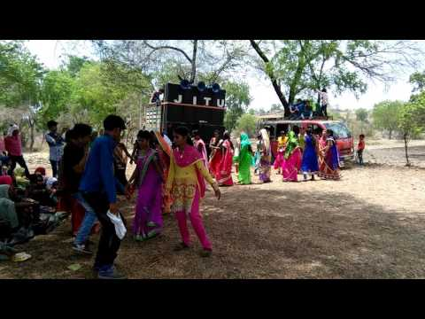 Has mat pagli pyar ho jayega aadiwashi best new dance 2017 full hd