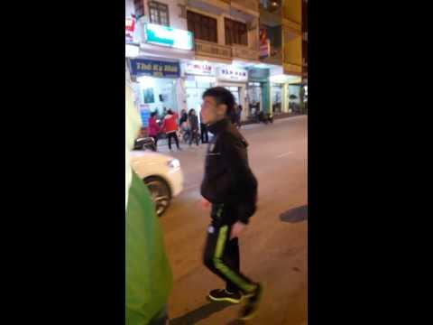 Doi trat cau Quay duong Pho Ha Long