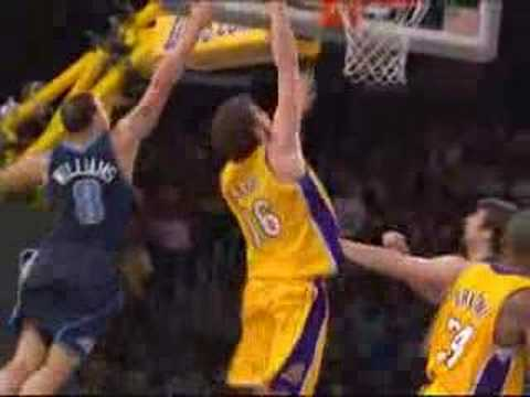 Kobe Bryant with the Spinning Wrap Pass to Pau for the Jam