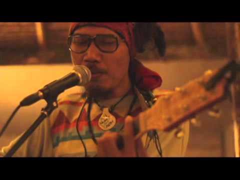 DIALOG DINI HARI - Beranda Taman Hati acoustic live at Straw Hut